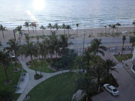 B Ocean Fort Lauderdale: 5k outside the hotel in the morning, cool site