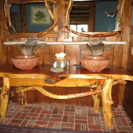 Adobe Grand Villas: Bathroom sinks in Timbers