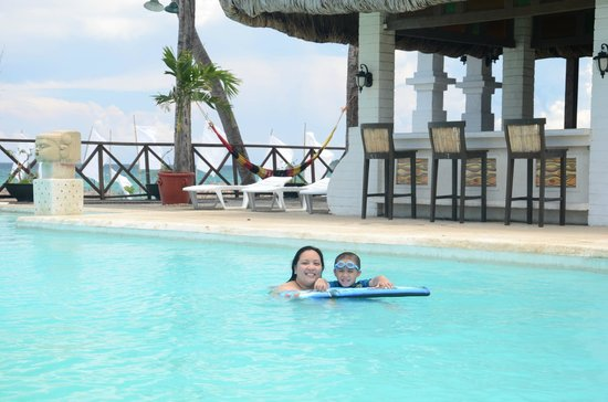 Currimao, Filipinas: Nice infinity pool