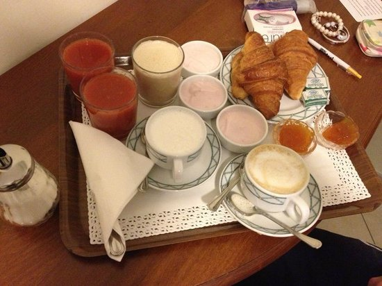 Hotel De Monti: The gorgeous breakfast they bring you in your room