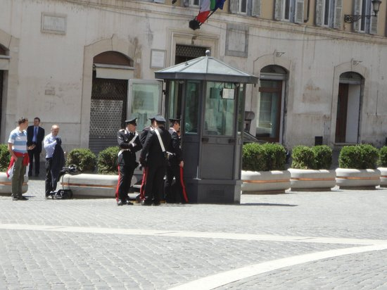 Hotel Nazionale A Montecitorio: The 'guards'