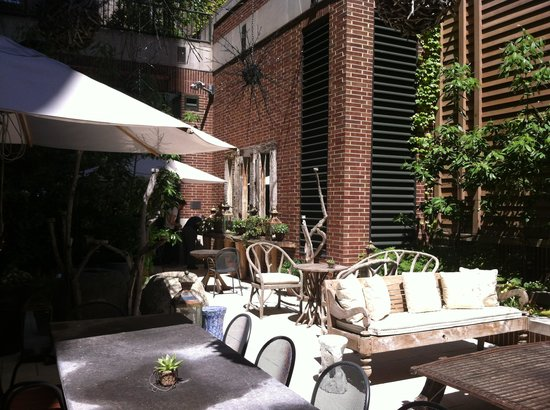 Crosby Street Hotel: Lovely courtyard garden