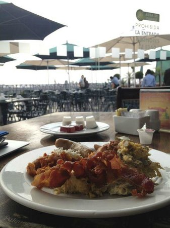 Holiday Inn Mexico City Zocalo: A great breakfast on the roof