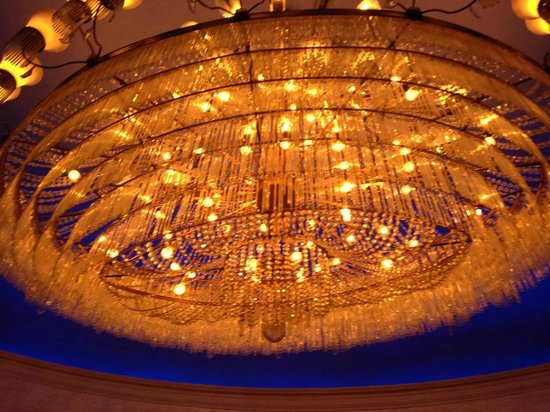 El San Juan Resort & Casino: Lobby bar chandelier
