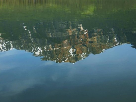 Pyramid Lake Resort: Lake glass reflection...