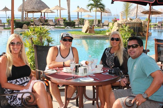 Villa La Estancia: breakfast poolside at La Parrilla