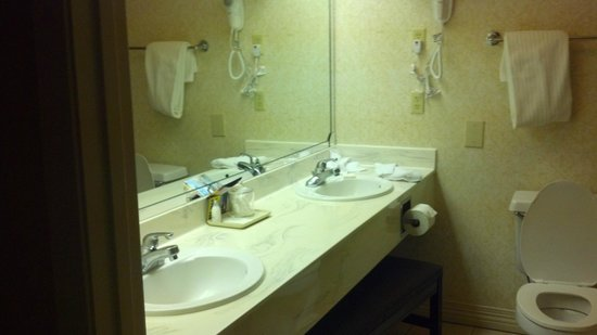 Music Road Hotel: Bathroom - Family Suite