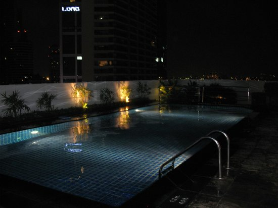 Park Plaza Sukhumvit Bangkok: Swimming-Pool