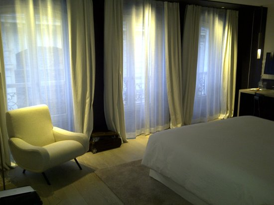 large windows in the room picture of hotel de nell. Black Bedroom Furniture Sets. Home Design Ideas