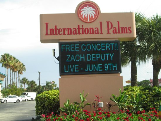 International Palms Resort & Conference Center Cocoa Beach: The hotel sign