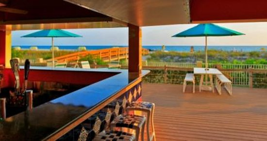 Sunset Vistas Beachfront Suites: Tiki Bar