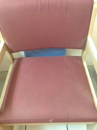 Days Inn Fort Walton Beach: Stains on Chair 2