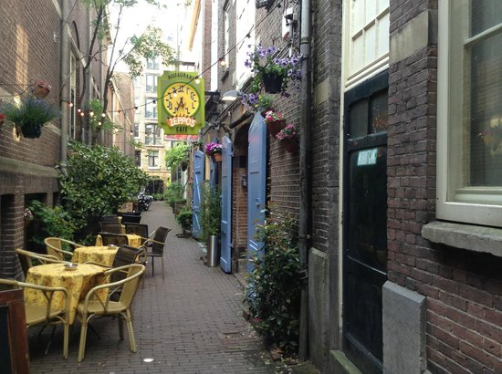 this photo doesnt do it justice... nice spot - Kappitein Zeppos, Amsterdam