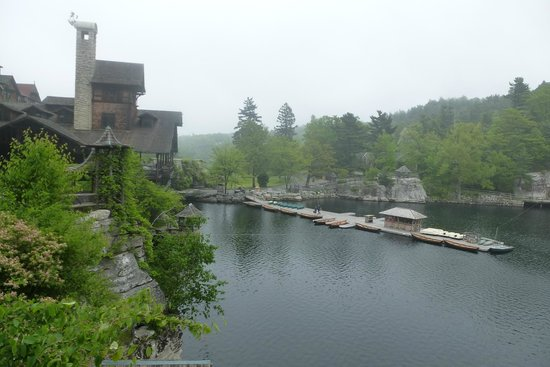 Mohonk Mountain House: Almost full circle around the lake