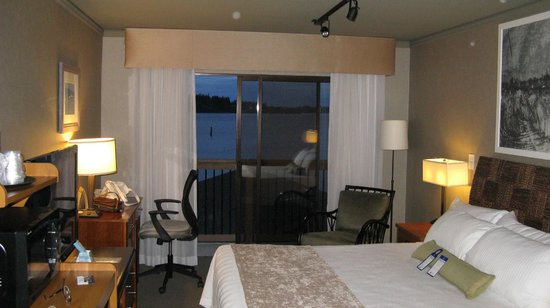 BEST WESTERN PLUS Silverdale Beach Hotel: king room