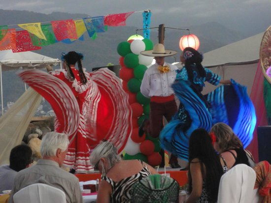 Velas Vallarta: Superb entertainment