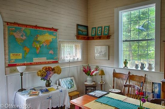 Milford, Canada: Old School House Dining Area