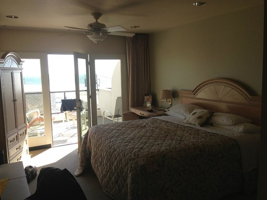 Beach House Inn and Suites: 3rd floor room.  Ugly bedspread, but look at the view!