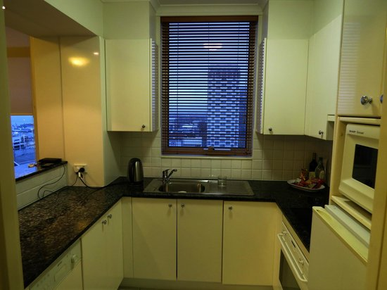 The Sebel Quay West Auckland: Room 2207 kitchen