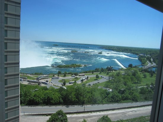 Radisson Hotel & Suites Fallsview: view from 'riverview' room