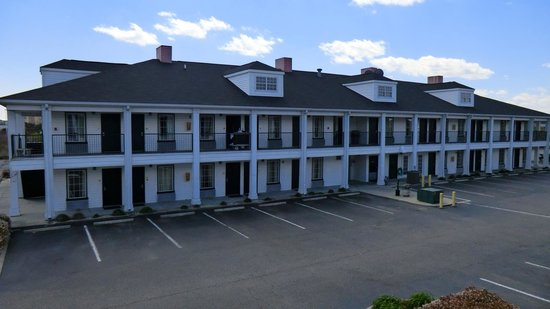 Baymont Inn & Suites Georgetown/Near Georgetown Marina: Baymont front building from back building