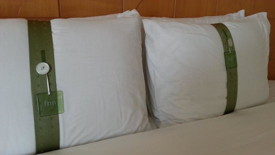 Holiday Inn Bangkok: Soft and Firm pillows