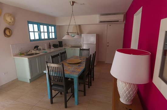 Boardwalk Hotel Aruba: dining area / kitchen