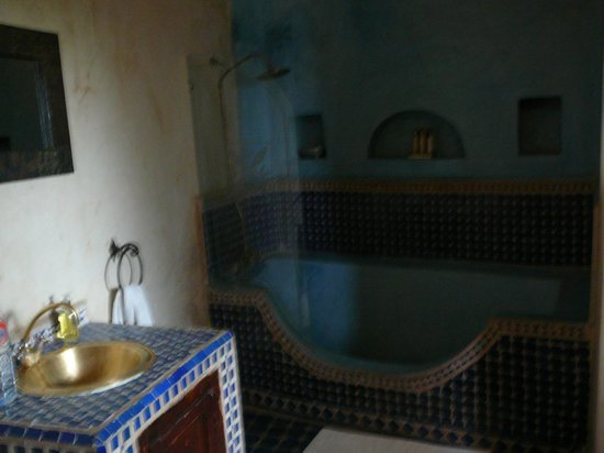 Riad Mur Akush: Bih shower/bath