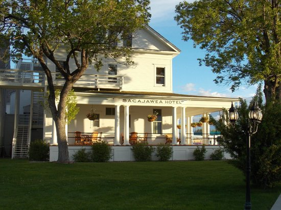Sacajawea Hotel: View from the sidewalk at sunset