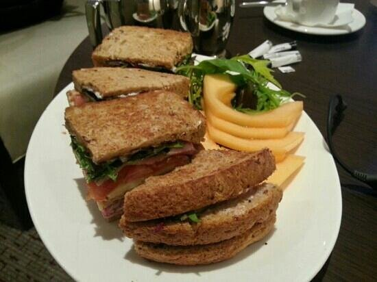 DoubleTree by Hilton Hotel Milton Keynes: Reasonable club sandwich - got to order chips separately else it comes with...melon?