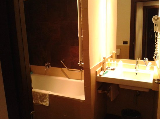Hotel Re di Roma: bathroom