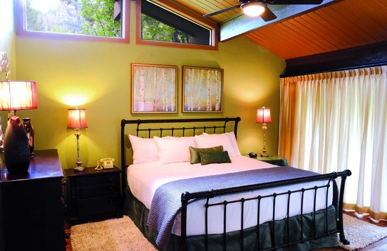 Junipine Resort: Master bedroom
