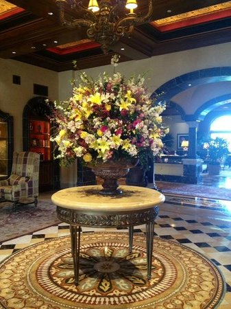 The Grand Del Mar : Lobby flowers