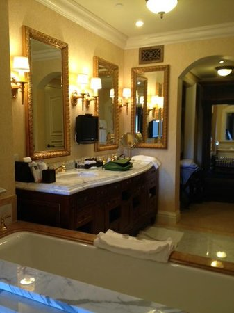 The Grand Del Mar : Suite Bathroom