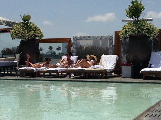 SLS Hotel at Beverly Hills: Rooftop Pool