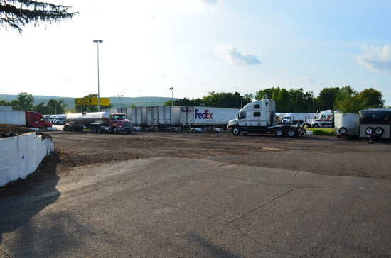 Plantsville, CT: Truck Parking Lot