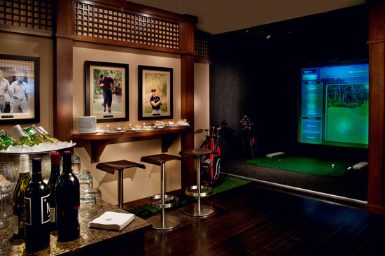Hotel 1000: Take a swing in our virtual golf room!