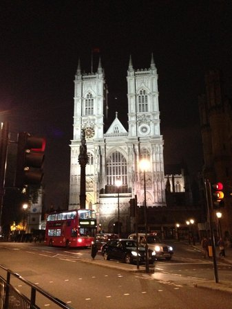 InterContinental London Westminster: Westminster Abbey - just a 6 or 7-minute walk from the hotel.