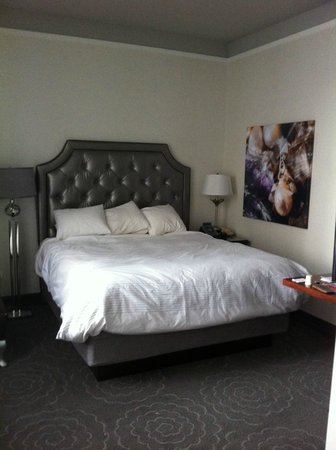The Silversmith Hotel & Suites: Room1002