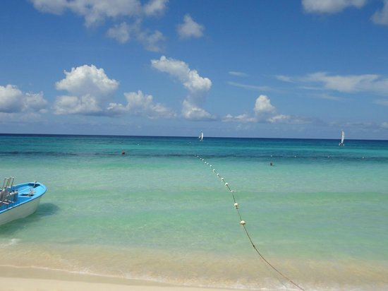 Catalonia Gran Dominicus: calm clear waters