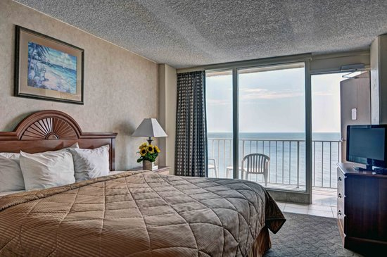 Comfort Inn at the Beach: King Suite Bedroom