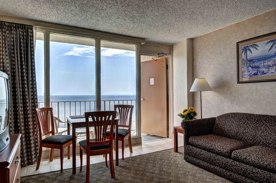 Comfort Inn at the Beach: All suites have an oceanfront balcony with spectacular views!