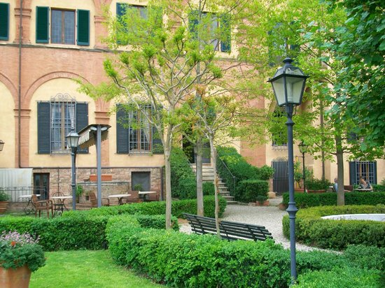 Palazzo Ravizza: The garden behind the hotel