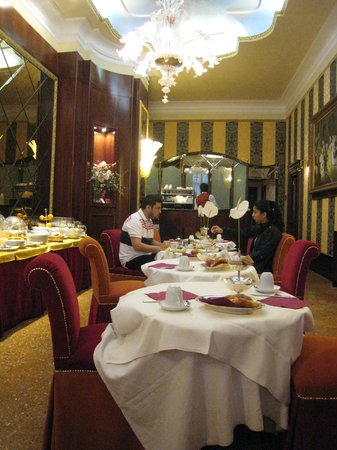 Hotel Colombina: Breakfast at Locanda di Remedio