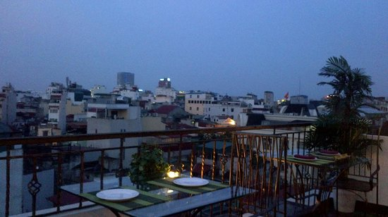 Rising Dragon Palace Hotel: Rooftop bar