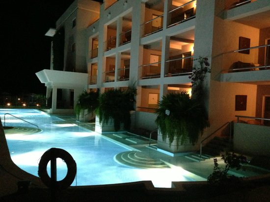 Paradisus Playa Del Carmen La Esmeralda: Pool area at night