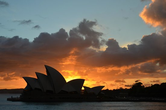 Park Hyatt Sydney: Sunrise over the Opera House...view from my third floor room.
