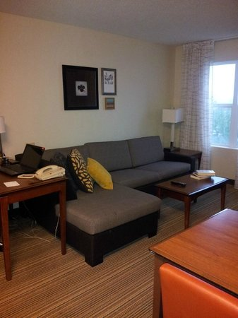 Residence Inn Whitby: Functional and comfy living room