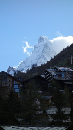 Hotel Testa Grigia: View of Matterhorn from the room.