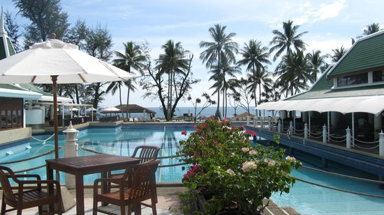 Le Meridien Phuket Beach Resort: View of the Beach